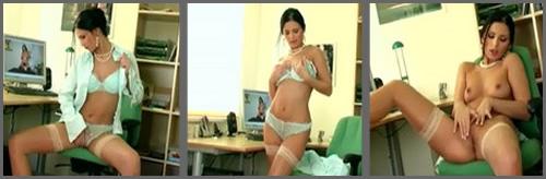 Una madura en la oficina masturbándose el coño