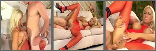 Rubia madura recibe sexo anal